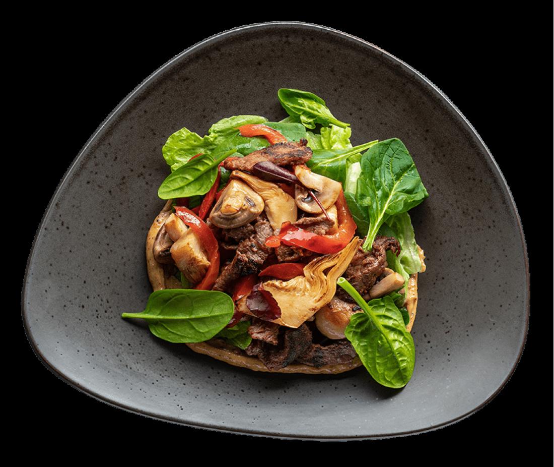Теплый салат с говядиной и артишоками